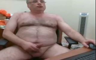 cam hairy bear daddy jerks his load on his desk