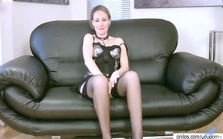 mature mother i in underware discloses her hot