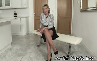 lady sonia flashes billibongs and panties