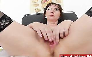 nurse gapes her unshaven gap