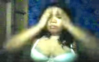 filipina mamma armen amistoso playing with her