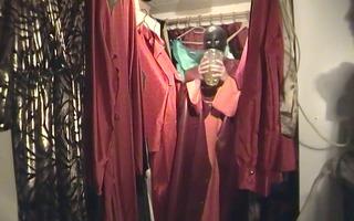 gummifeeling im begehbaren kleiderschrank