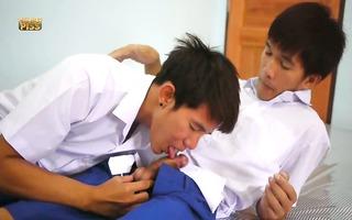 schoolboy urinate play