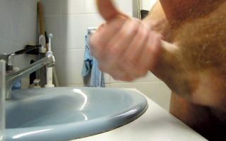 branle dans la salle de bain.