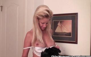 breasty soccer mommy needs a masturbation break