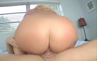 obese blonde with big tits copulates her masseur