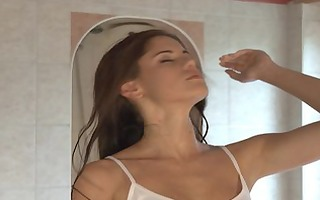 caprice has an agonorgasmos on the sybian