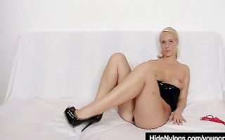 lilith lee tights legs and foot