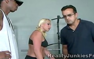mother i teases a large darksome guy in the gym