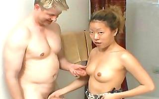 tiny oriental whore perform a sloppy blojob