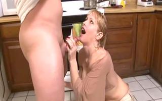 mamma needs to eat...huge spunk flow (camaster)