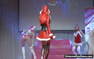 9 blondes in santa outfit give live show