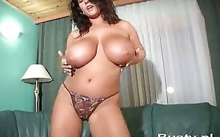 bea kanapa shows her giant mangos