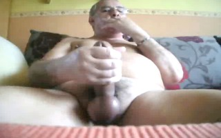 dad beats off in daybed