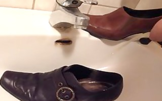 peeing in wifes brown pump