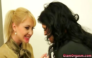 sassy lesbian babes play with wand