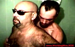 showering mature bear acquires a irrumation