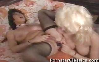 classic lesbo anal