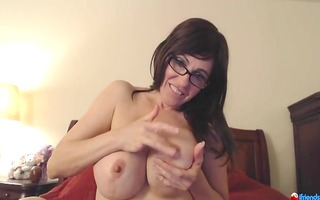 squeezing her nipps