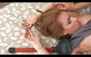 hawt chick giving blowjobs in the bedroom