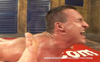 sexy musclemen fuck and wrstle