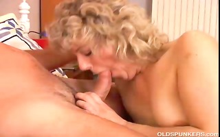 sexy cougar t live without to fuck a younger boy