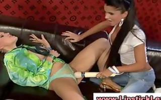glamouors lesbian babes use toy on their cookie
