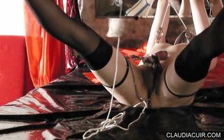 maitresse claudiacuir seance bdsm et gode ceinture
