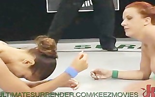 wrestling hottie screwed with a strap-on