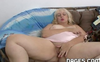 aunt rosa rubbing her overweight vagina