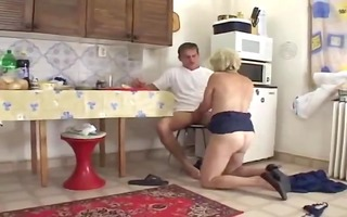 mamma in the kitchen