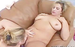 bulky chicks sextoy fucking cum-hole lesbo hotty